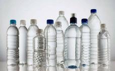 Por qué no debes reutilizar las botellas de plástico