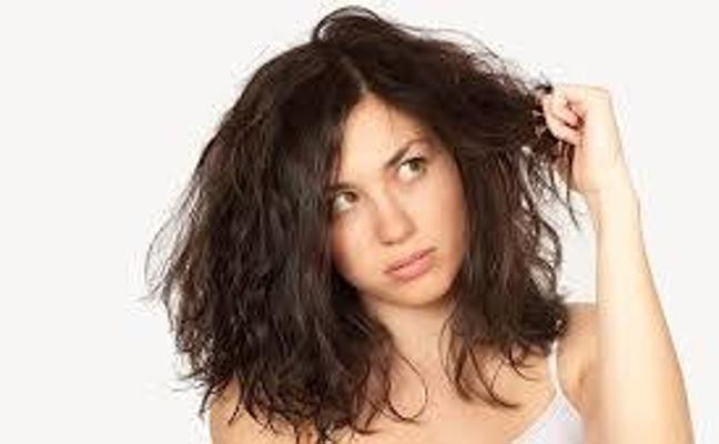 ¿Por qué se riza y encrespa el pelo con la humedad?