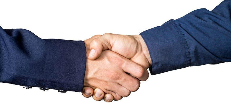 ¿Por qué estrechamos la mano derecha al saludar?