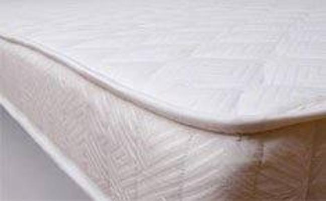 Cómo quitar el molesto olor a humedad de un colchón