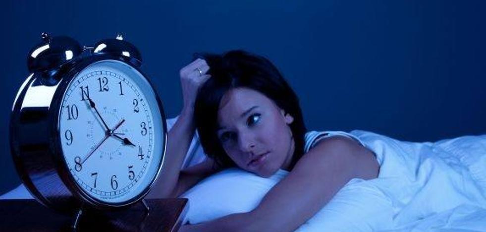 ¿Problemas para dormir? Pon una libreta en tu mesilla de noche