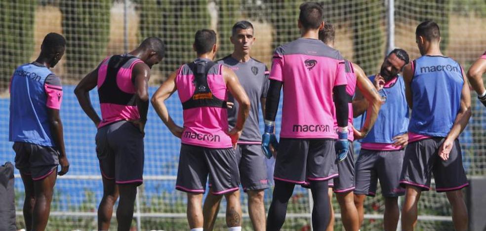 Levante UD | Samu García se entrena por primera vez con sus nuevos compañeros