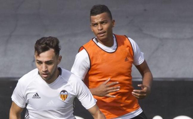 El Valencia CF busca una cesión para sacar a Aderllan Santos