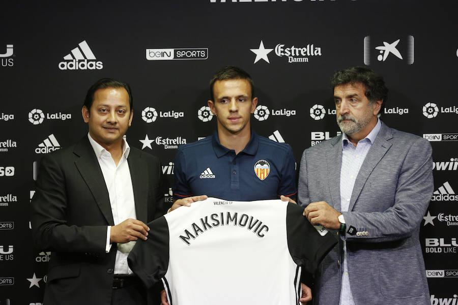 Fotos de la presentación de Nemanja Maksimovic como nuevo jugador del Valencia CF