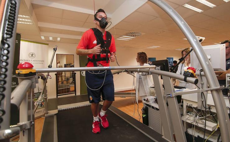 Fotos de las pruebas médicas del Valencia CF