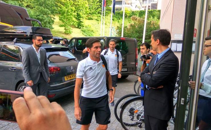 Fotos de la llegada del Valencia C.F. a Evian Les Baines (Francia)