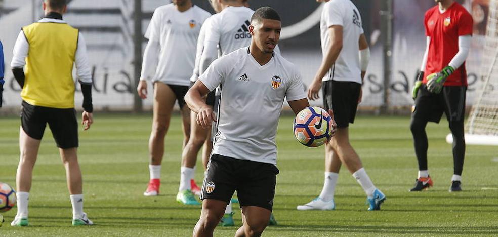 Bakkali entrena con el Valencia CF
