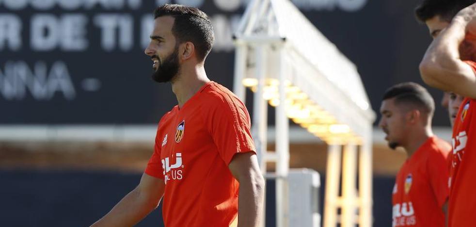Valencia CF | Montoya se retira del entrenamiento por molestias en el tobillo