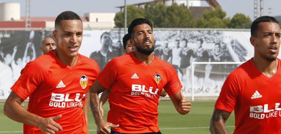 Valencia CF | Ezequiel Garay no sale a entrenar con el resto del grupo