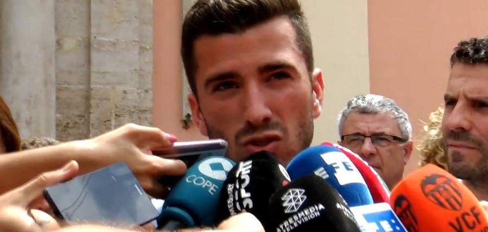 José Luis Gayà: «A mí nadie me ha dicho que tenga que salir este verano del Valencia CF»