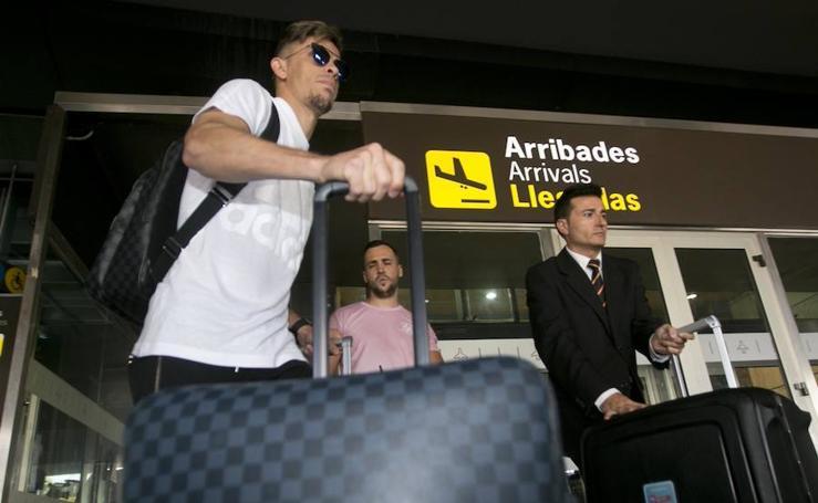 Fotos de la llegada de Gabriel Paulista a Valencia