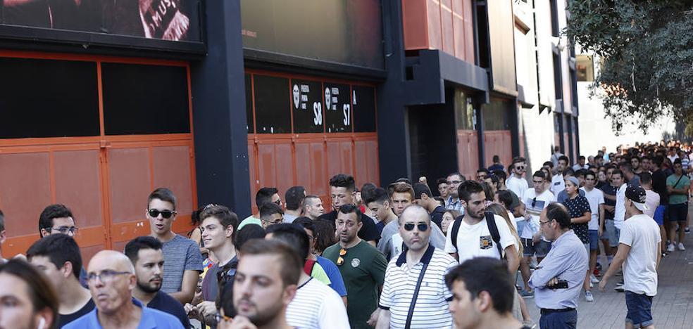Valencia C.F | El Valencia saca a la venta 420 entradas más para ver el derbi
