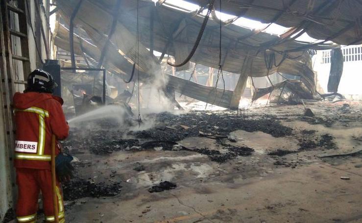 Fotos del incendio industrial en Moixent (Valencia)