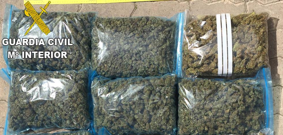 Nueve detenidos por vender marihuana y robar a otros narcotraficantes en Rotglá, Corbera y Carcaixent