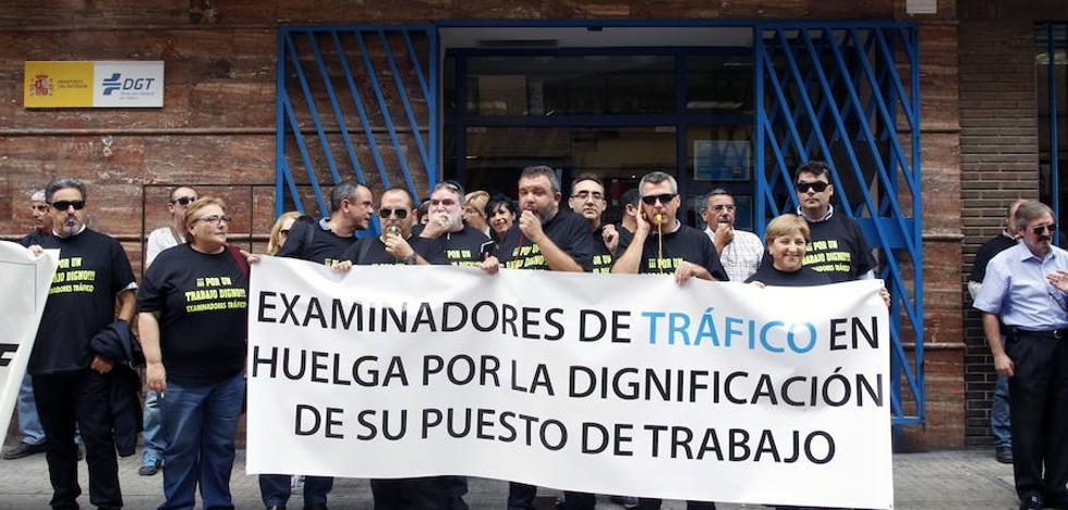 30 de los 32 examinadores de Tráfico secunda la huelga en Valencia