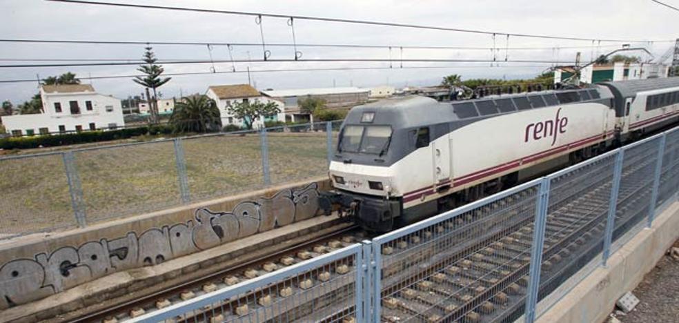 El tren Valencia-Barcelona gana viajeros en el último año pese a los retrasos y las obras