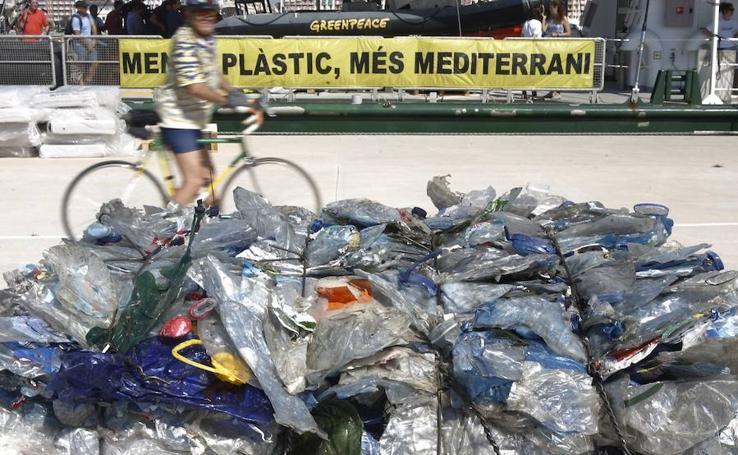 Fotos de la rueda de prensa de Greenpeace en Valencia por el día de los océanos