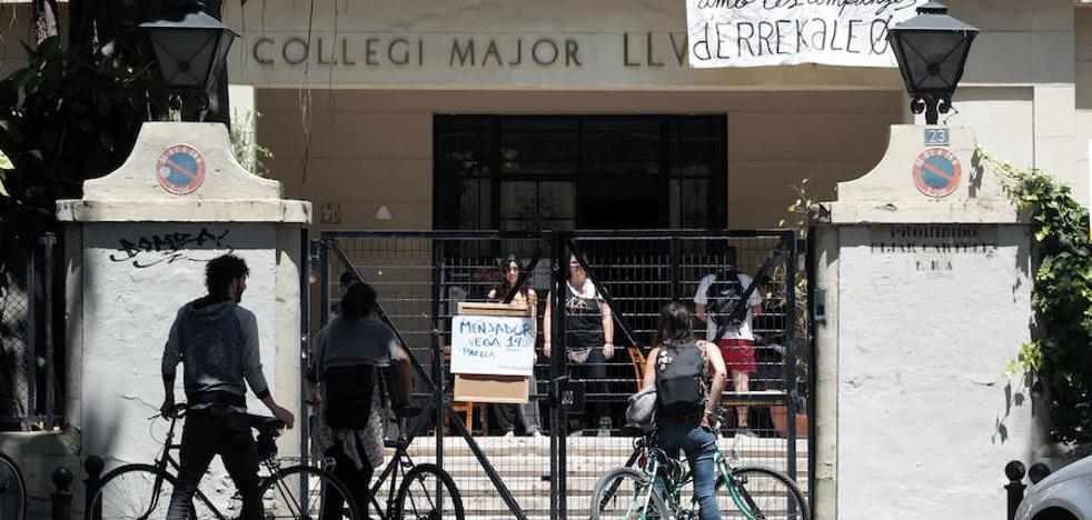 La Universitat de Valencia se somete a los okupas y sigue sin desalojar el Luis Vives