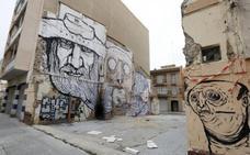 El tripartito gasta 7.000 euros en decorar con dos murales la zona degradada del Cabanyal