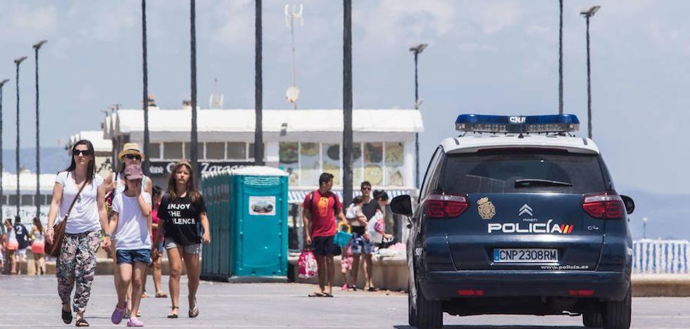 700 policías y guardias civiles vigilarán las playas valencianas la Noche de San Juan