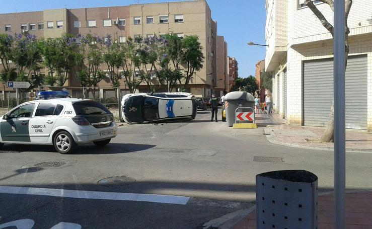 Fotos del accidente entre dos coches de la Guardia Civil en Albal