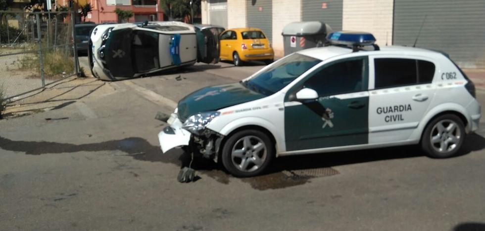 Dos coches de la Guardia Civil chocan en un servicio urgente