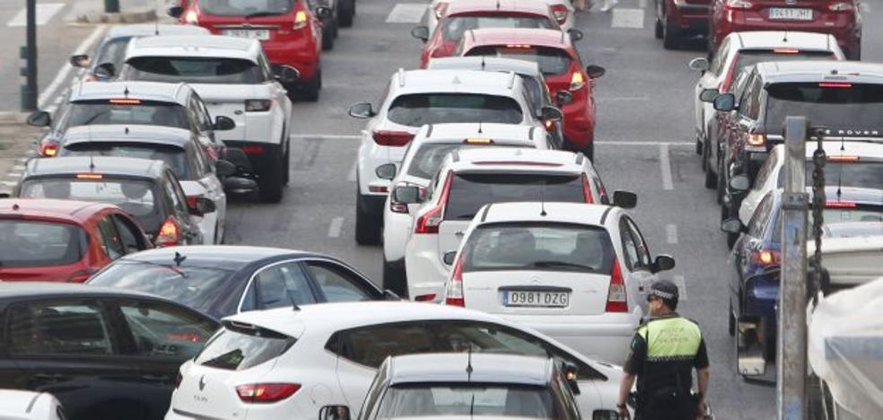 El tráfico aumenta en los grandes accesos de Valencia pese a las medidas contra el coche