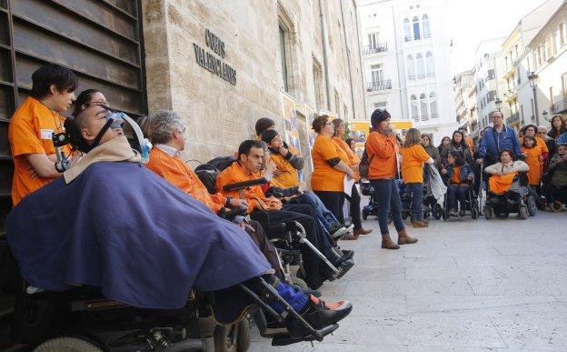 Concentración de dependientes a las puertas de Les Corts a finales del año pasado.