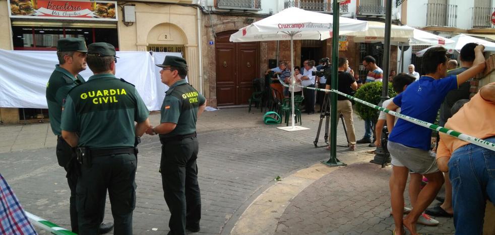 Un policía mata a un hombre, hiere a otro y se suicida en Jaén