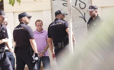 La policía registra una vivienda de Valencia tras la confesión de un crimen
