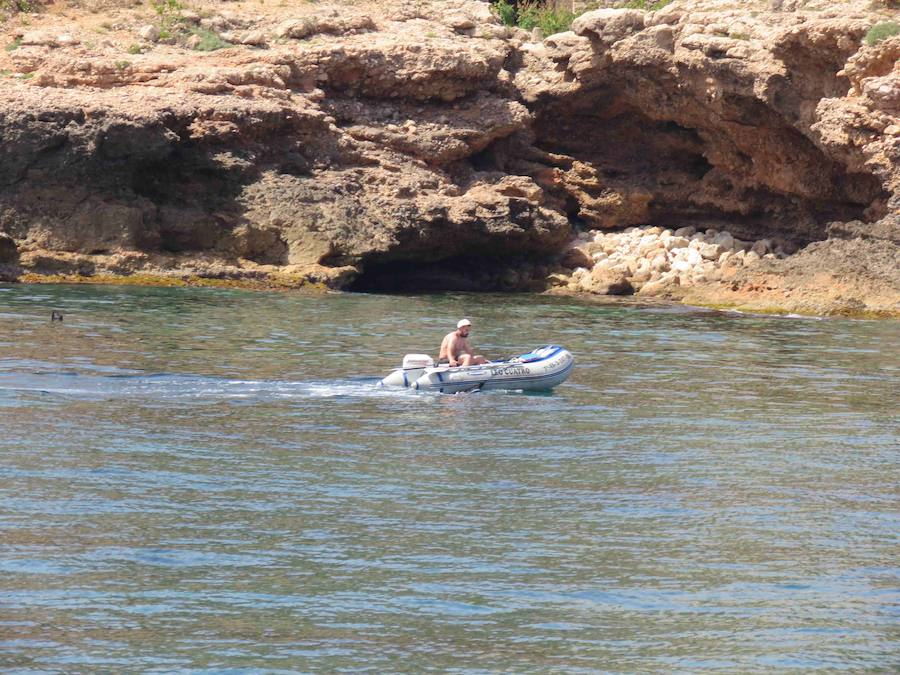 Fotos de interceptación de tres personas por pesca ilegal en Dénia