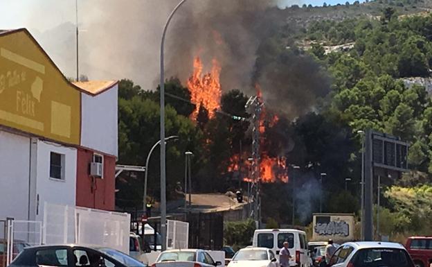 Estabilizado el incendio cercano a una urbanizaci n de for Cafetin colegio las colinas
