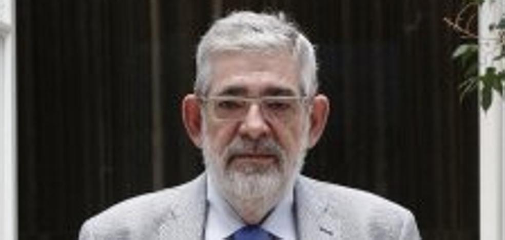 Vicente Navarro de Luján: «No se puede comparar la situación de la II República con la actual»