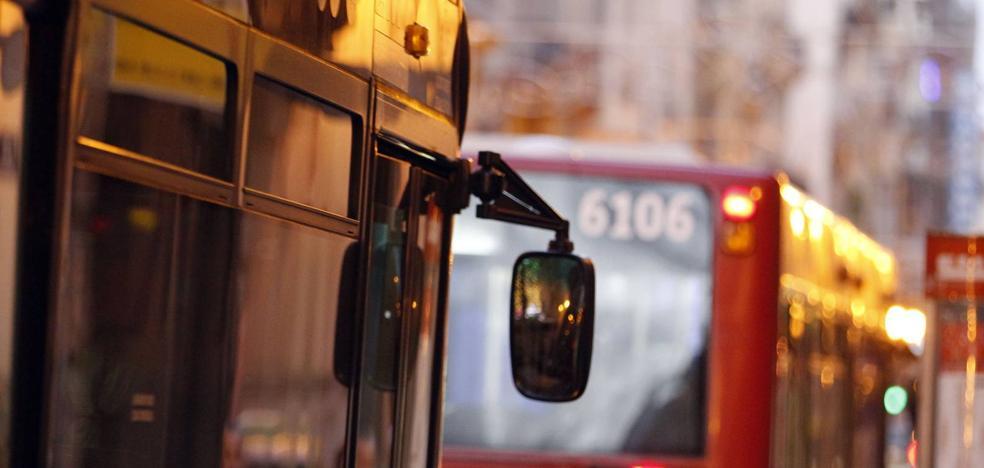 Los vecinos de Valencia critican que hay menos servicio de metro y autobús