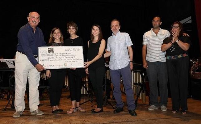 Amigos de un joven fallecido de leucemia recaudan 40.000 € para investigación