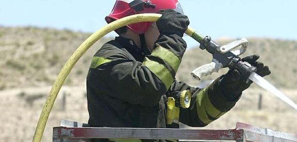 Un incendio de matorrales en Aldaia desata una columna de humo en l'Horta