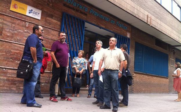 El 20 de examinadores de tr fico en valencia pide su - Jefatura provincial de trafico de badajoz ...