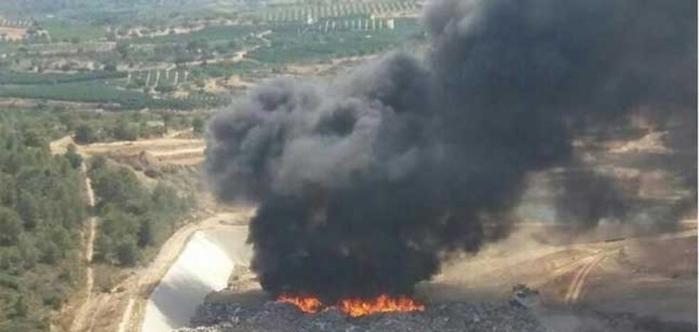 Declarado un incendio en el vertedero de Pedralba
