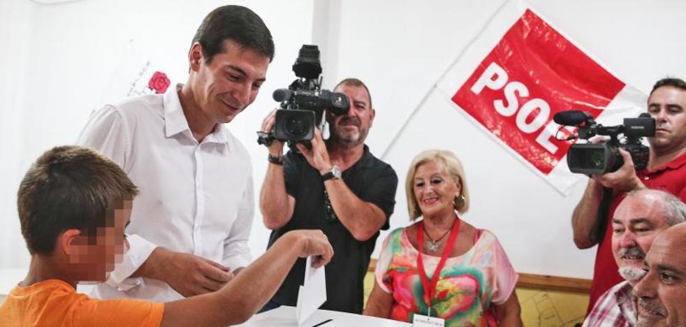 Rafa García, al votar en las primarias del PSPV: «La militancia tiene ganas de cambio»