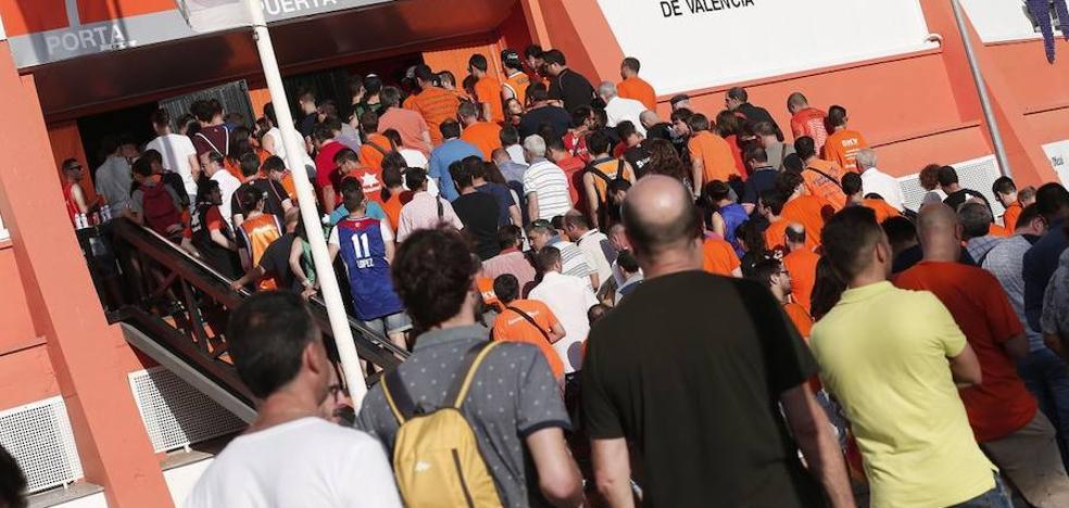 La Fonteta cuelga el cartel de 'no hay abonos' con 8.037