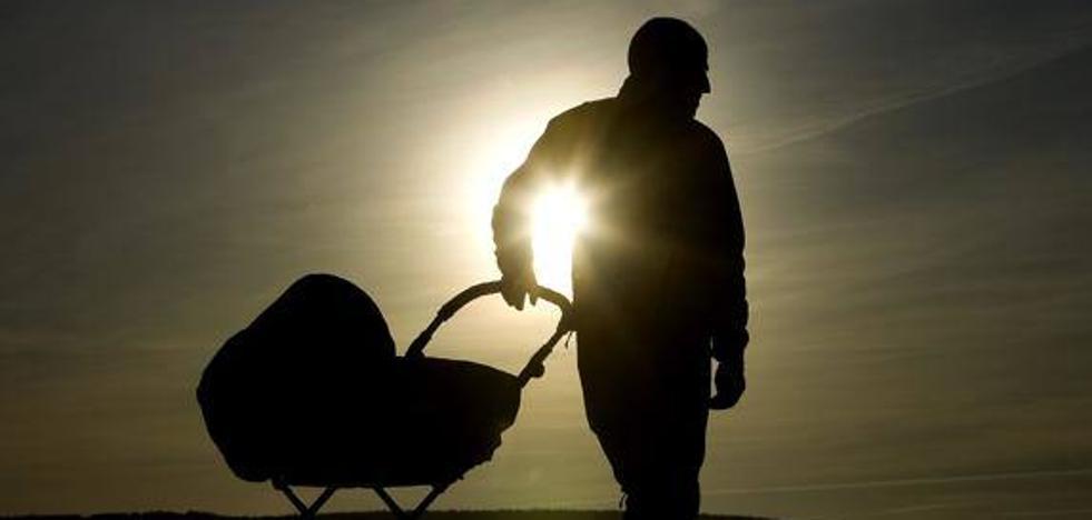 Una mujer dada en adopción con la oposición de sus padres biológicos se reencuentra con ellos 35 años después