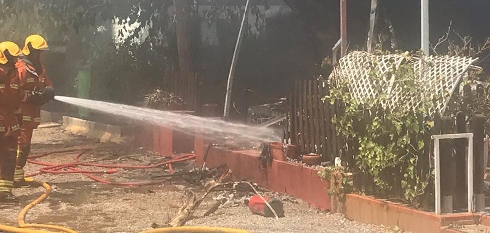 Un explosión provoca cuatro heridos y un incendio en un camping de El Puig