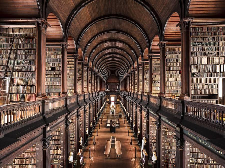 Fotos de 11 impresionantes bibliotecas que vale la pena visitar