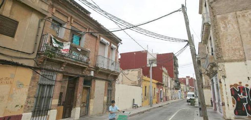 Detenido en Valencia tras romper las lunas de cinco vehículos con un martillo