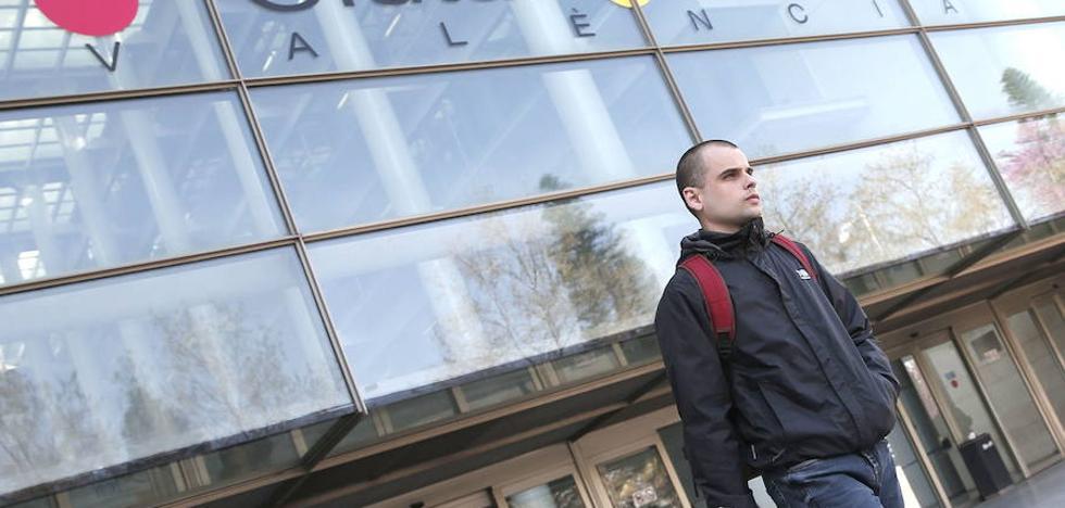La Audiencia de Valencia confirma la imputación de Rablaci, el hijo de Consuelo Císcar y Rafael Blasco, en el caso por presuntas irregularidades en el IVAM