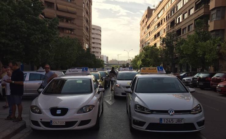 Fotos de la manifestación de autoescuelas de Valencia