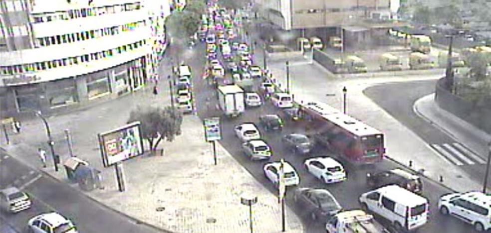 Una manifestación de las autoescuelas colapsa el centro de Valencia