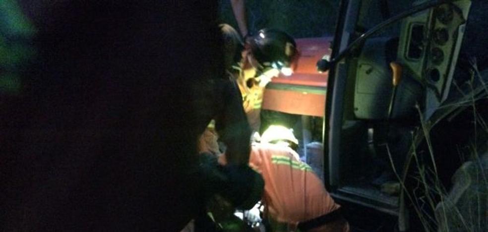 Rescatan a un tractorista que pasó tres horas herido en un barranco