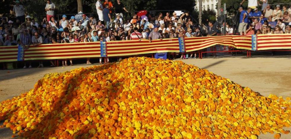 Las primeras 403 entradas de la Batalla de flores de Valencia se adjudican en 2 horas