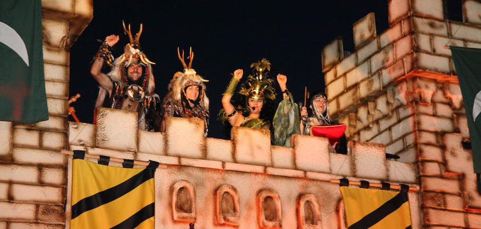 El desfile de gala inicia la cuenta atrás para el fin de los Moros y Cristianos en Xàbia